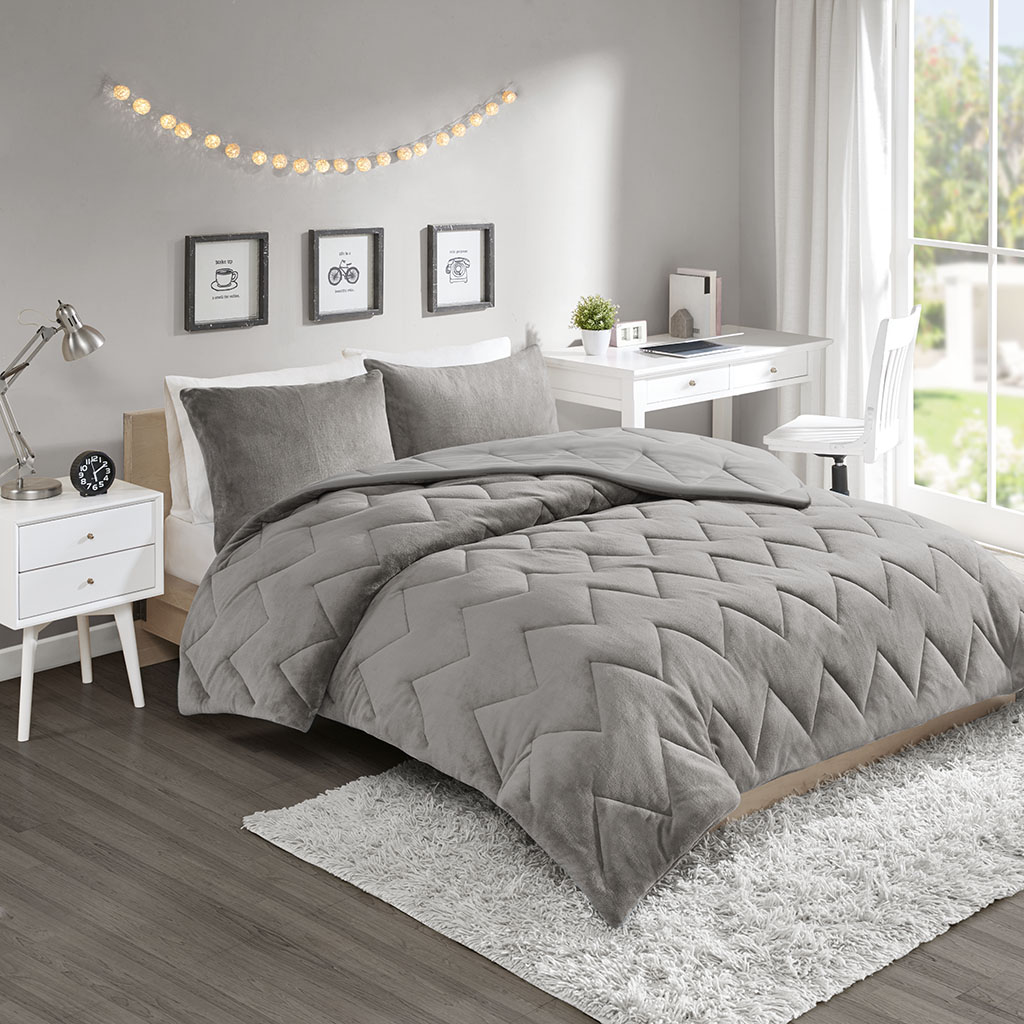 Intelligent Design - Kai Solid Chevron Quilted Reversible Microfiber to Cozy Plush Comforter Mini Set - Grey - Full/Queen