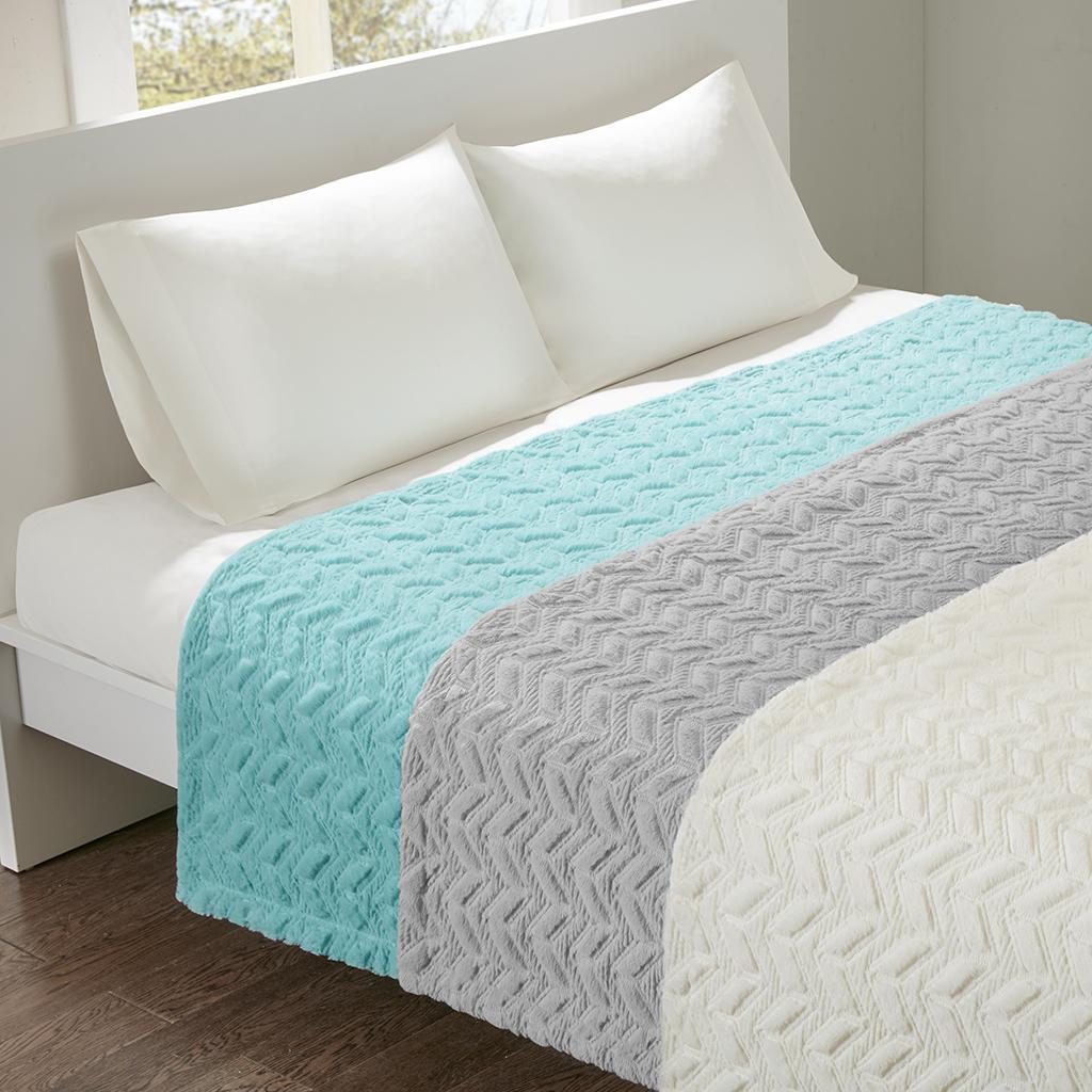 Intelligent Design - Laila Oversized Quilted Textured Plush Blanket - Ivory - King