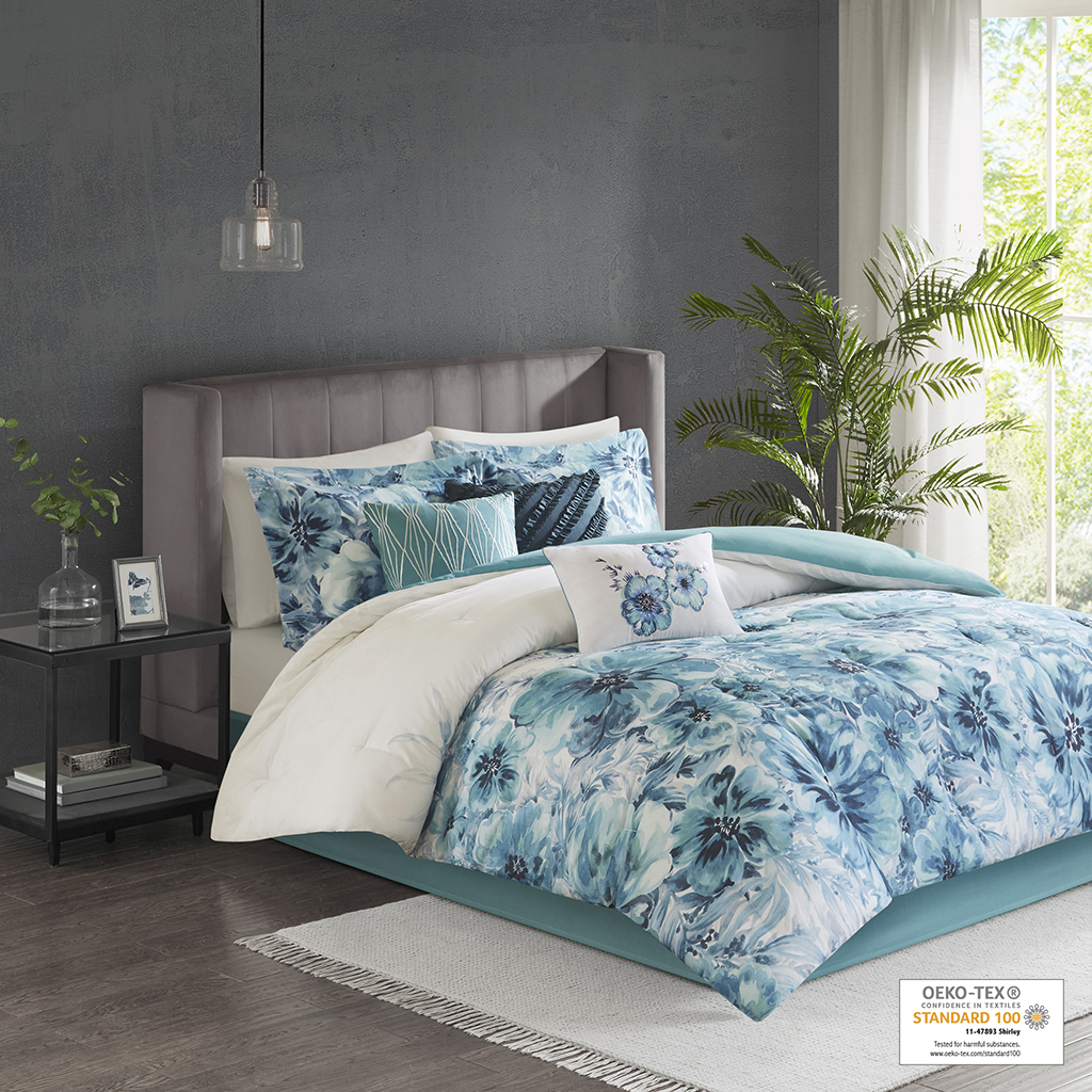 Comforter/Sham: cotton percale, printed,  cotton/polyester reverse, 7.3oz/square yard polyester filling;  Pillow: 100% cotton/polyester shell, polyester filling